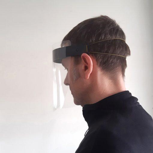 Mascara de protección facial con pantalla de máxima transparencia y montura adaptable y ajustable.